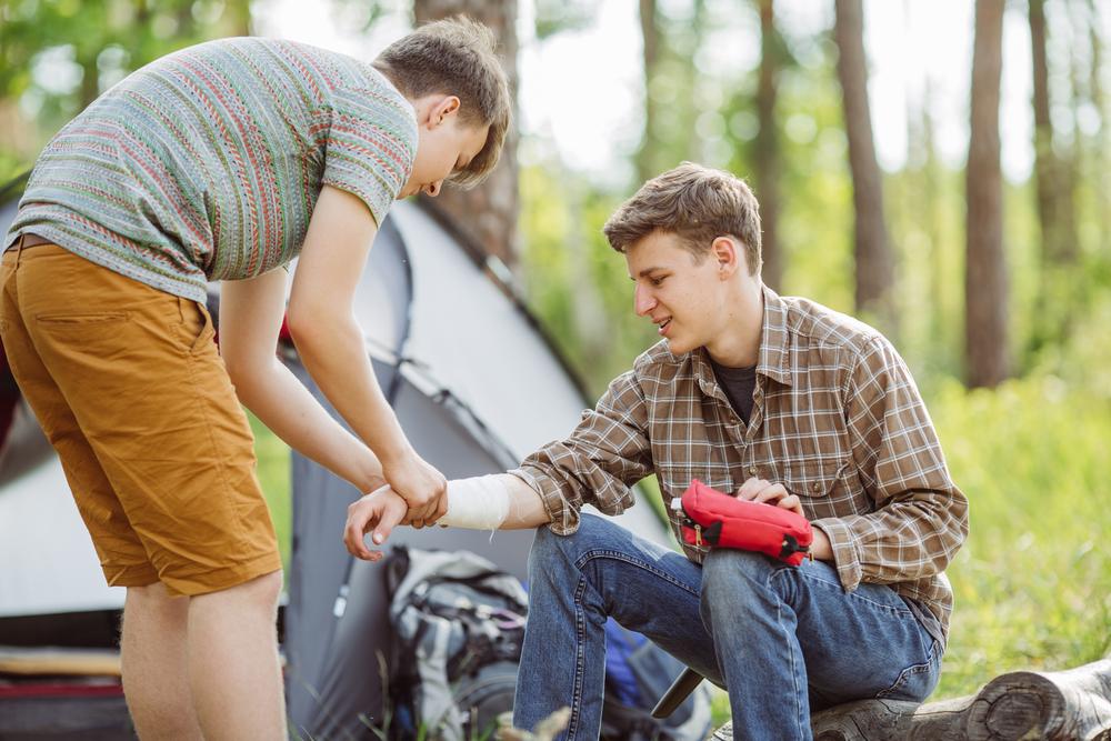Tapaturma on aina ikävä yllätys. Oikealla, nopealla hoidolla voidaan pelastaa jopa henkiä. Kuva: Shutterstock